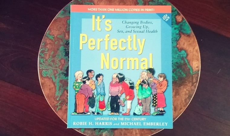 cover of It's Perfectly Normal Changing Bodies, Growing Up, Sex, and Sexual Health by Robie H. Harris
